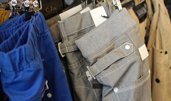 l Grey trousers